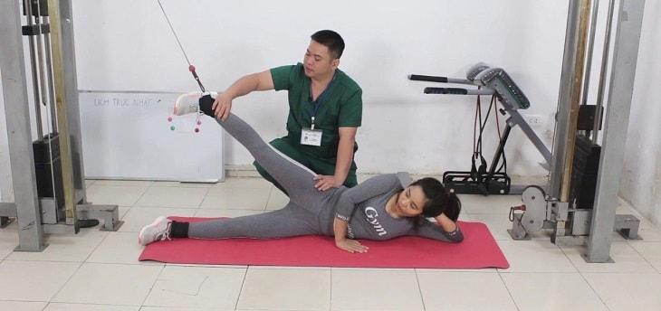 Vật lý trị liệu nên được thực hiện khi bệnh nhân đang trong tiến trình hồi phục