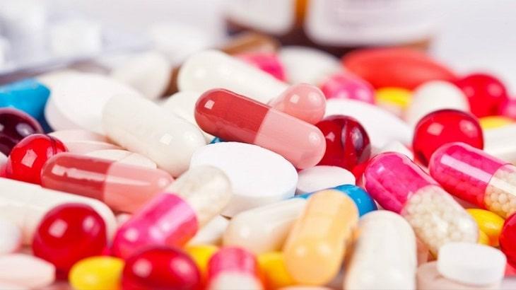 Các nhóm thuốc Tây thường dùng trong thoát vị đĩa đệm là giảm đau và kháng viêm