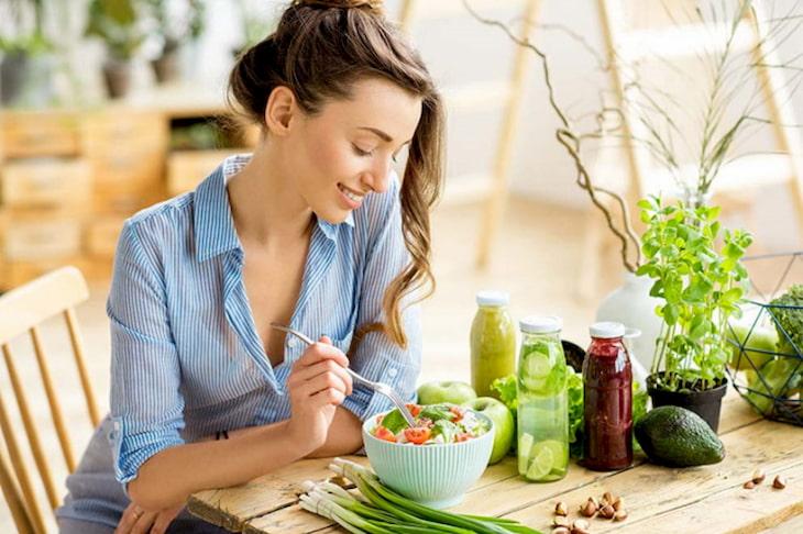 Ăn chậm và nhai kỹ là nguyên tắc vàng trong thực hiện chế độ giảm cân ở người đau dạ dày