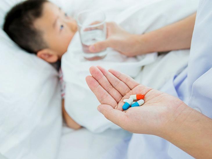 Chỉ nên dùng thuốc khi đã tham khảo qua ý kiến bác sĩ để đảm bảo an toàn cho trẻ