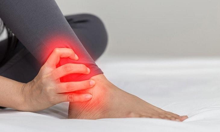 Sử dụng thuốc điều trị viêm khớp cổ chân cần tuân theo những nguyên tắc