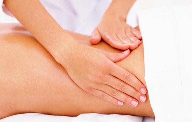 Dùng thuốc Đông y trị gai cột sống để xoa bóp cũng có hiệu quả ngoài da
