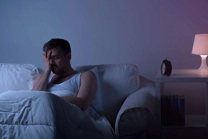 Tiểu đêm gây loãng xương, ảnh hưởng đến giấc ngủ