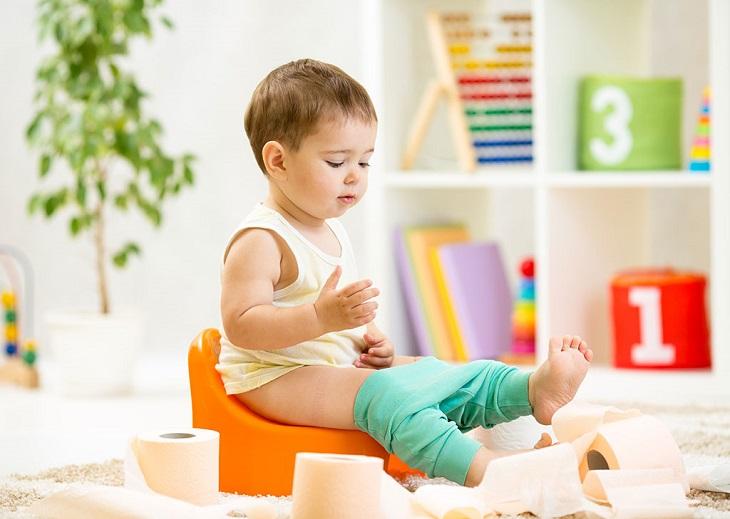 Khi trẻ đi tiểu xuất hiện những cục máu đông nên đưa đi khám bác sĩ
