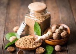Trị eczema bằng hạt nhục đậu có hiệu quả rất tốt