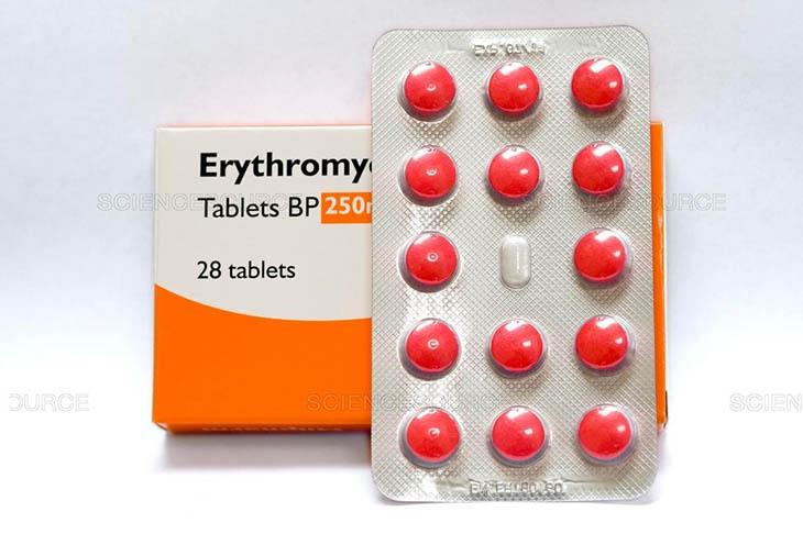 Erythromyci thường uống trước bữa ăn