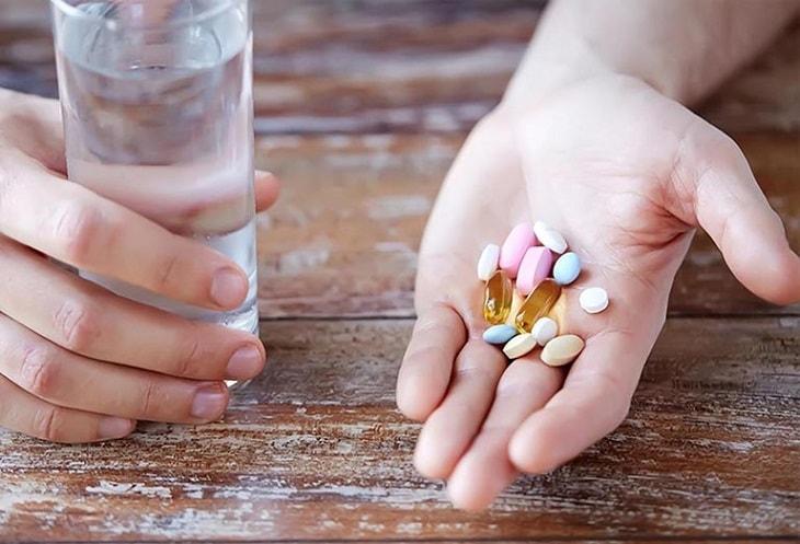Người bệnh thường được kê nhiều loại thuốc nhằm giảm tình trạng bệnh