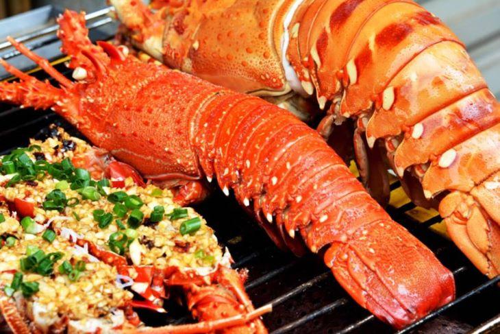Hạn chế ăn hải sản là nguyên tắc quan trọng mà người bệnh da liễu cần ghi nhớ