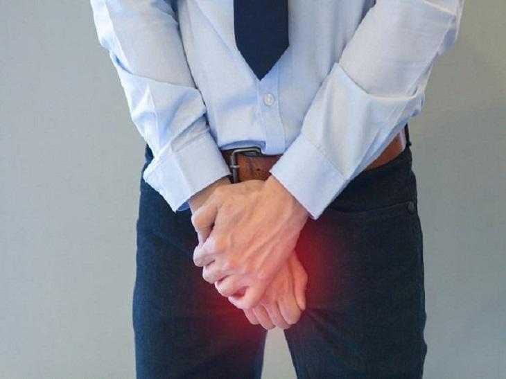 Nam giới bị viêm tinh hoàn có cảm giác đau ở một hoặc hai bên vùng kín