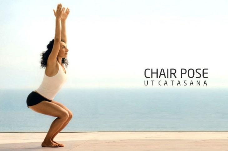 Tư thế cái ghế là một trong những bài tập yoga chữa đau khớp gối cực kì hiệu quả