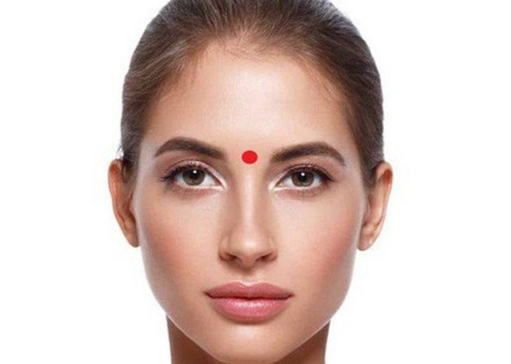 Xoa bóp, bấm huyệt ấn đường là cách chữa nghẹt mũi hiệu quả