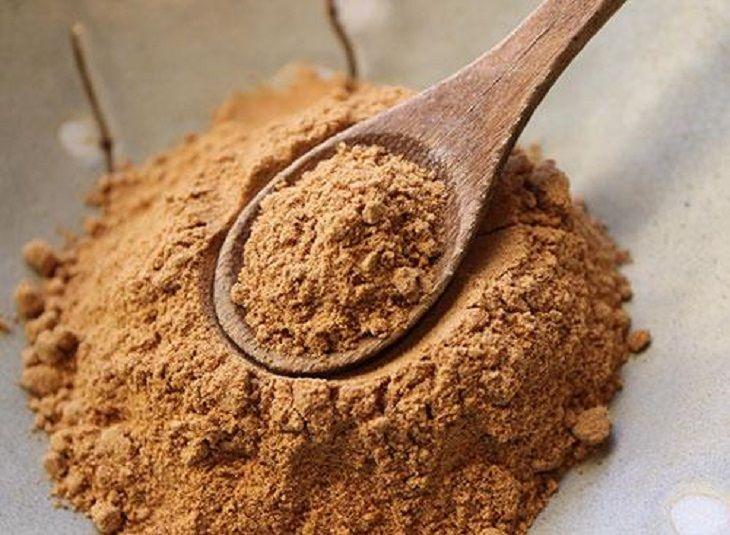 Trị chàm bằng bột cám gạo và bã cà phê