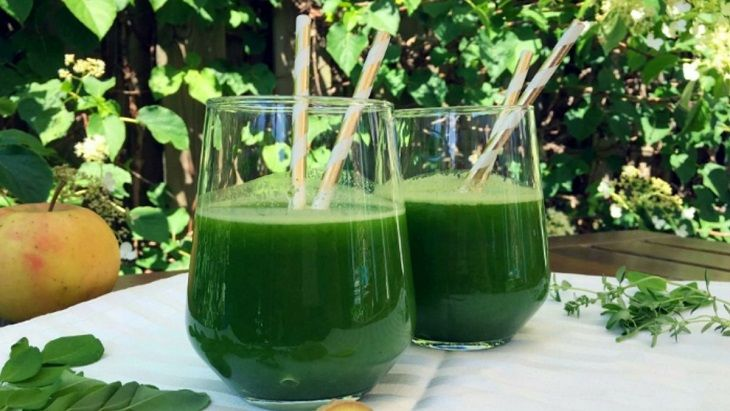 Chuối xanh có thể kết hợp cùng rau má, diếp cá để hỗ trợ điều trị bệnh dạ dày hiệu quả