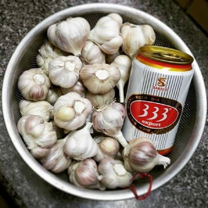 Bài thuốc chữa viêm da bằng tỏi và bia tại nhà