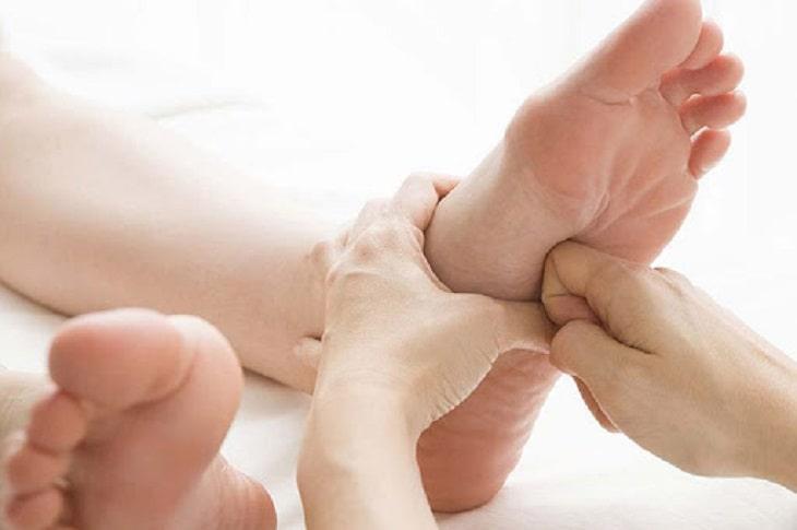 Bấm huyệt là biện pháp trị liệu Đông y lâu đời, thường được dùng kết hợp với thuốc uống