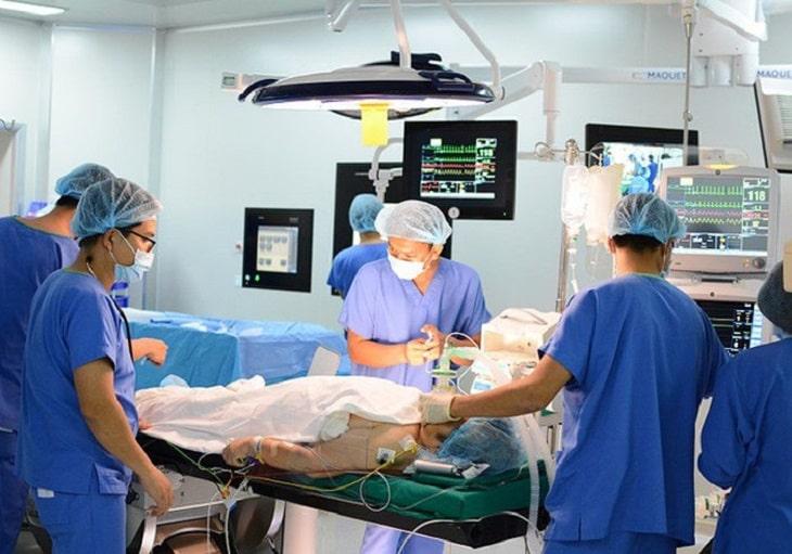 Phẫu thuật van 2 lá chỉ được áp dụng khi điều trị bằng thuốc không mang lại hiệu quả