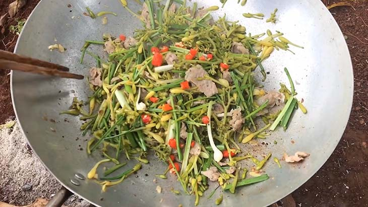 Món ăn ngon bổ dưỡng từ hoa đu đủ xào với tỏi