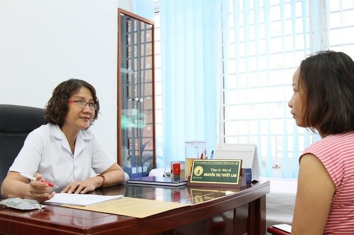 Bác sĩ Nguyễn Thị Tuyết Lan có kinh nghiệm hơn 30 năm khám, chữa bệnh dạ dày