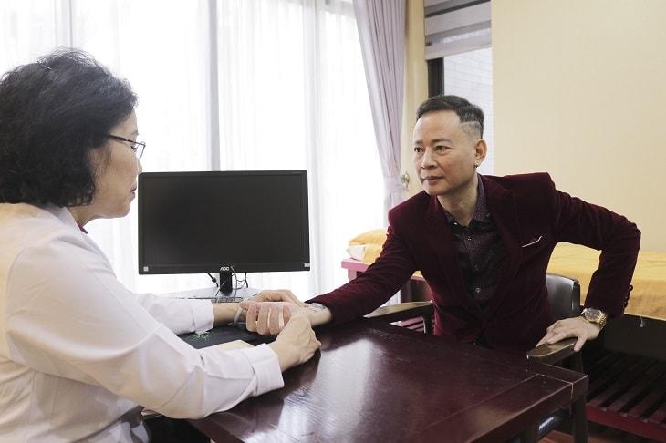 Theo Ts.Bs Nguyễn Thị Vân Anh nguyên nhân yếu sinh lý ở nghệ sĩ Tùng Dương phần lớn là do suy giảm Testosterone