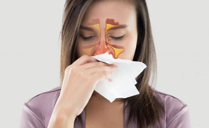 Nghẹt mũi là tình trạng phổ biến, do nhiều nguyên nhân gây ra