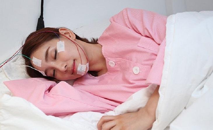 Một số loại máy móc chuyên dụng sẽ được bác sĩ áp dụng để chẩn đoán bệnh khi bạn ngủ