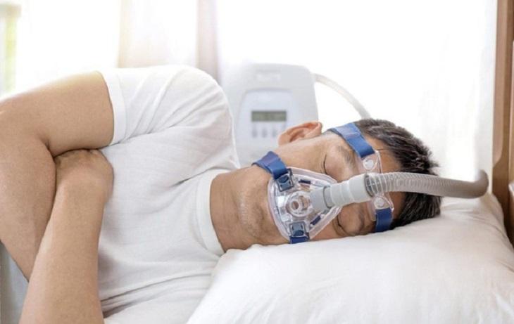 Nhiều người bệnh thường dùng máy thở để hạn chế tối đa những biến chứng gây ra