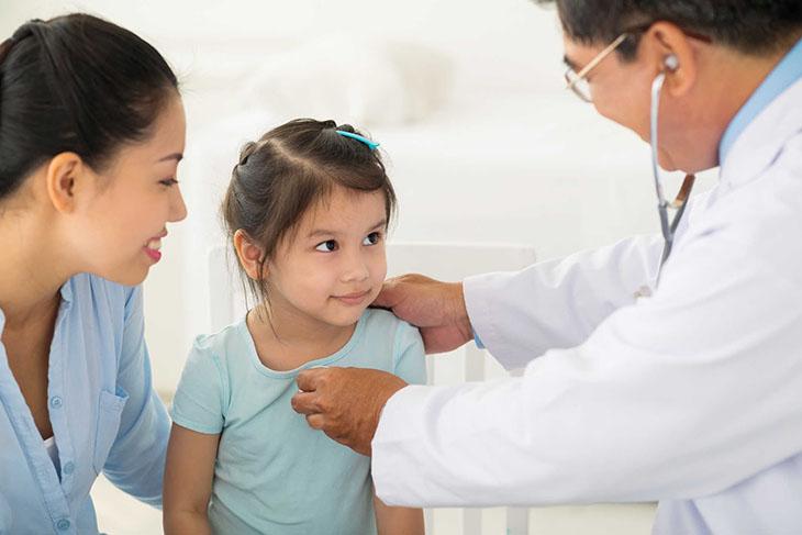 Cần kiểm tra cẩn thận cho bé trước khi chỉ định nội soi