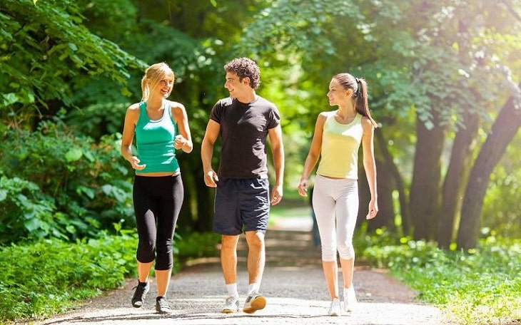 Thoát vị đĩa đệm nên thực hiện đi bộ để tăng cường sức khỏe