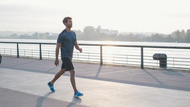 Vận động trước khi thực hiện đi bộ để tránh biến chứng