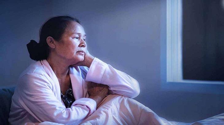 Tiểu đêm ở người già sẽ gây mất ngủ khiến cơ thể mệt mỏi
