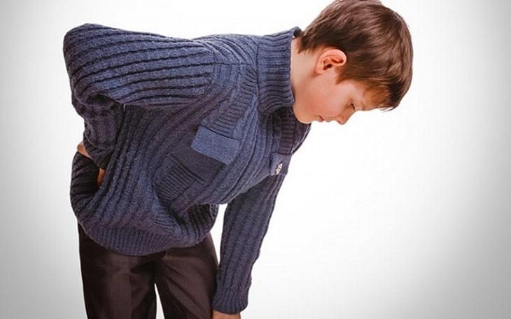 Đau đớn là biểu hiện trẻ em thoát vị đĩa đệm thường gặp