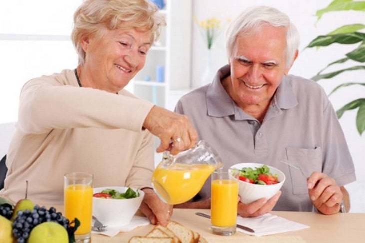 Uống nước cam giúp phòng chống bệnh lý xương khớp