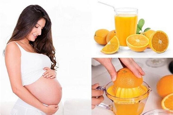 Mẹ bầu nên tăng cường uống nước cam mỗi ngày