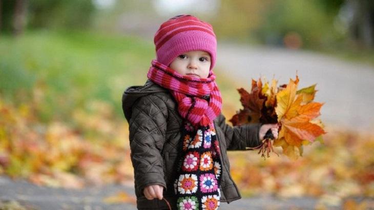 Thời tiết lạnh là một trong các yếu tố khiến trẻ bị viêm da