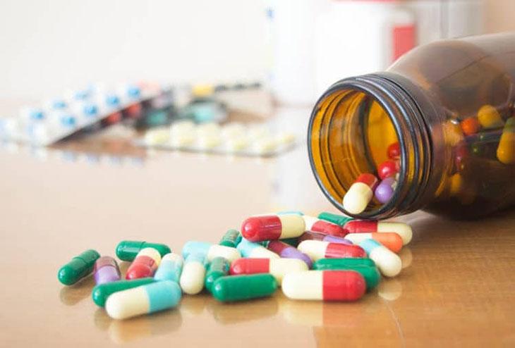 Dùng thuốc Tây trị viêm da cơ địa vùng kín