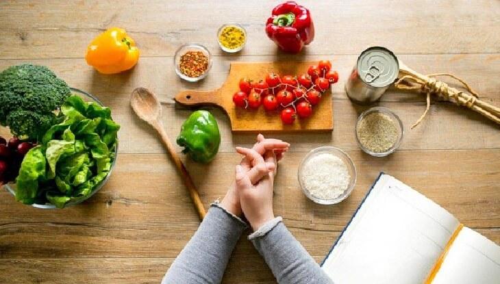 Duy trì thói quen sinh hoạt và ăn uống lành mạnh để bảo vệ bản thân khỏi viêm dạ dày HP