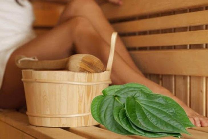 Xông nước lá trầu không là cách điều trị nấm candida tại nhà được nhiều chị em áp dụng
