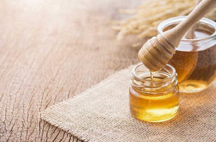 Mật ong là cách điều trị nấm candida tại nhà hiệu quả chị em nên áp dụng