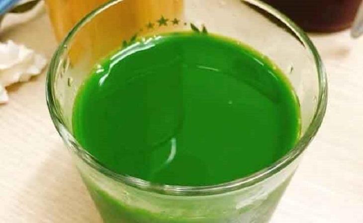 Nếu ngại sắc thuốc, bạn cũng có thể xay rau mương thành nước để chữa dạ dày