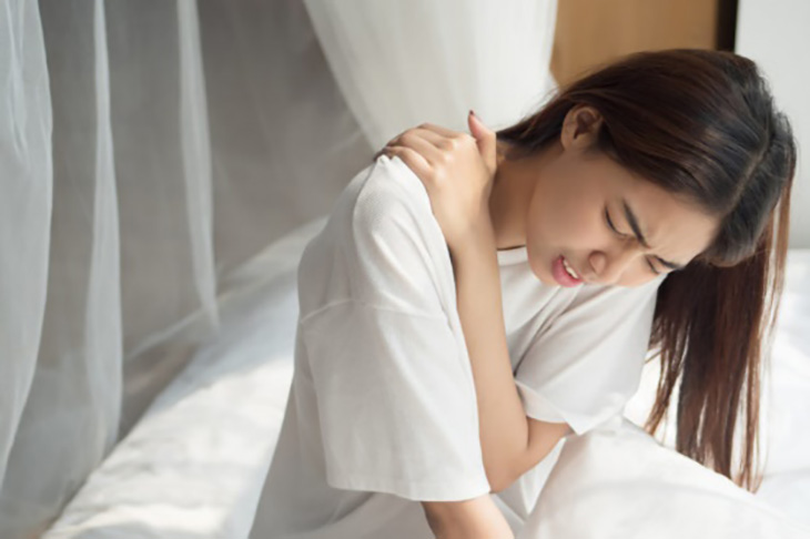 Người ít vận động dễ bị đau vùng vai, gáy