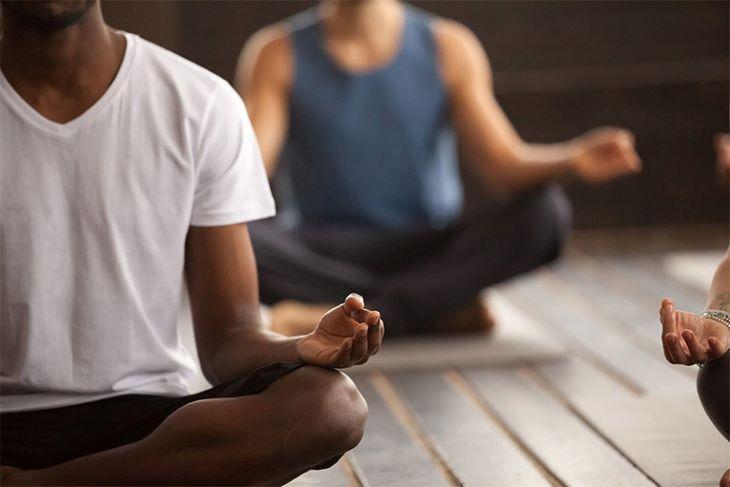 Ngồi thiền là biện pháp giúp tâm thanh tịnh, trí óc thư giãn hỗ trợ vào giấc ngủ sâu hơn