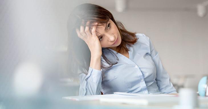 Mất ngủ kéo dài khiến trí nhớ suy giảm, khó tập trung từ đó khiến hiệu quả công việc giảm sút