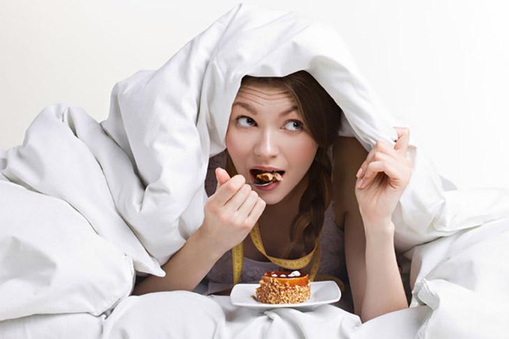 Không nên ăn quá no trước khi đi ngủ