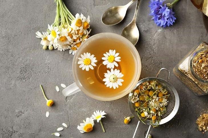 Trà hoa cúc với vị thơm mát sẽ giúp giải tỏa căng thẳng, mệt mỏi hiệu quả