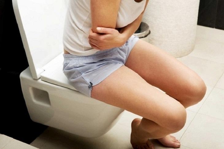 Nếu bị ngộ độc có biểu hiện tiêu chảy thì không nên dùng thuốc hãm lại