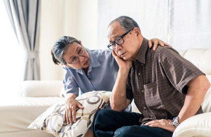 Người già mất ngủ nên uống thuốc gì an toàn và hiệu quả