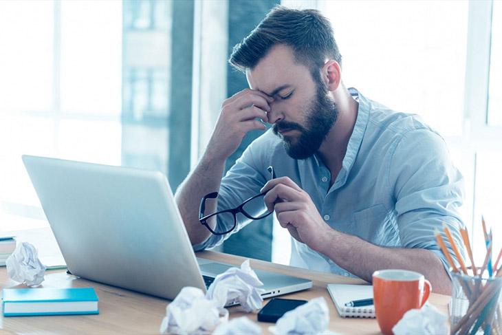 Công việc, cuộc sống áp lực gây mất ngủ ở người trẻ