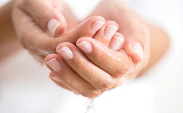 Nhiều loại thuốc bôi có tác dụng tốt trong điều trị ra mồ hôi tay chân