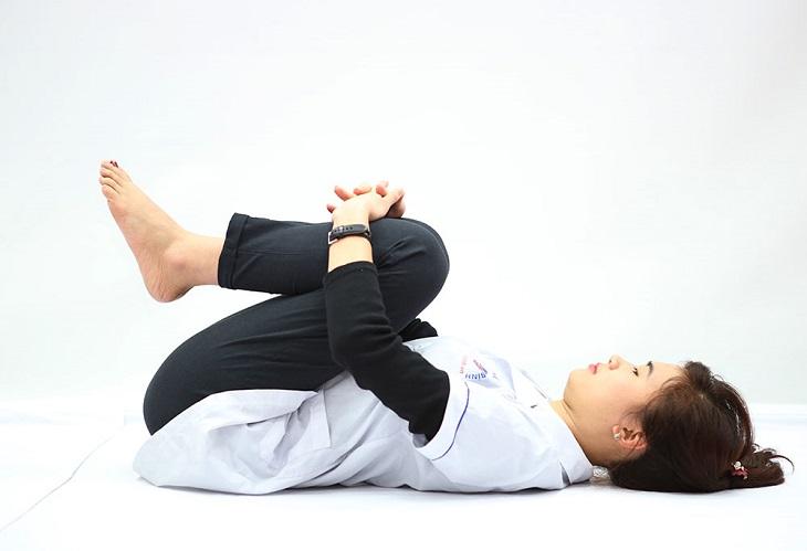 Người bệnh cần thực hiện các bài tập đúng tư thế để giảm thoái hóa cột sống lưng