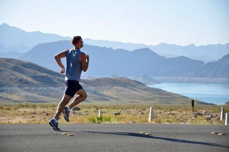Thoái hóa cột sống có nên chạy bộ không? Cần chạy đúng cách để tránh chấn thương